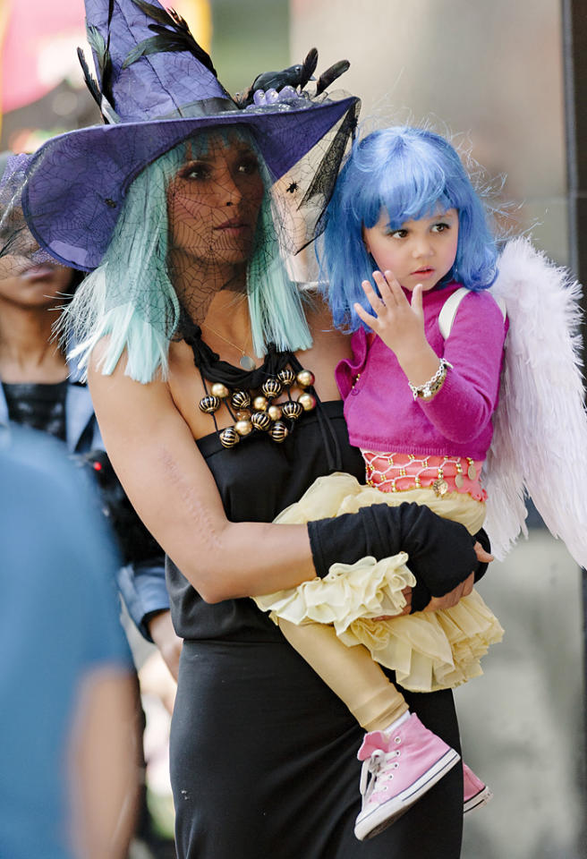 """<p class=""""MsoNormal""""><span style="""""""">""""Top Chef"""" host Padma Lakshmi and her little angel, 2-year-old daughter Krishna, got into the Halloween spirit thanks to some seriously colorful accessories when they hit <span style=""""color:black;""""><span>Hard Rock Cafe's 11th Annual Dream Halloween Party</span> on Sunday. (10/21/2012) </span><span style=""""color:black;""""></span></span></p>  <br><span style=""""color:#000000;font-family:Arial, Helvetica, sans-serif;font-size:14px;font-style:normal;font-weight:normal;background-color:#ffffff;display:inline;""""></span>"""