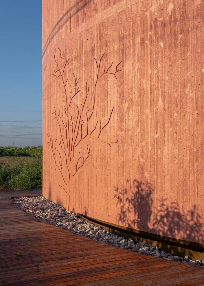 This pretty tree etching graces the exterior facade of the new Atelier XI-designed Peach Hut.