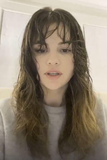 "<p>Ahead of the 2020 US presidential election, Gomez took to her Instagram Stories to urge her fans to vote.</p><p>For the PSA on social media, the singer showed a no make-up fresh face and an air-dried shag hair 'do while wearing a grey jumper.</p><p>She also sat down for a virtual <a href=""https://www.instagram.com/p/CHJM1jYnpfP/"" rel=""nofollow noopener"" target=""_blank"" data-ylk=""slk:chat"" class=""link rapid-noclick-resp"">chat</a> with with American politician Stacy Abram via IGTV about voting, sans make-up and in a pink cardigan. </p>"
