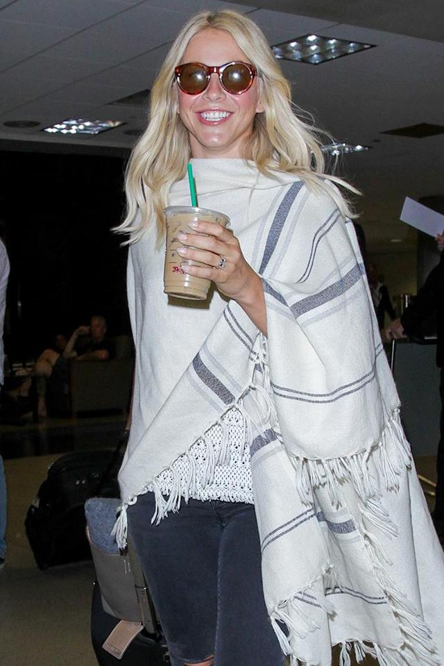 <p>It was a wrap for the former <em>Dancing With the Stars</em> judge as she sipped her Starbucks iced coffee. (Photo: AKM-GSI) </p>