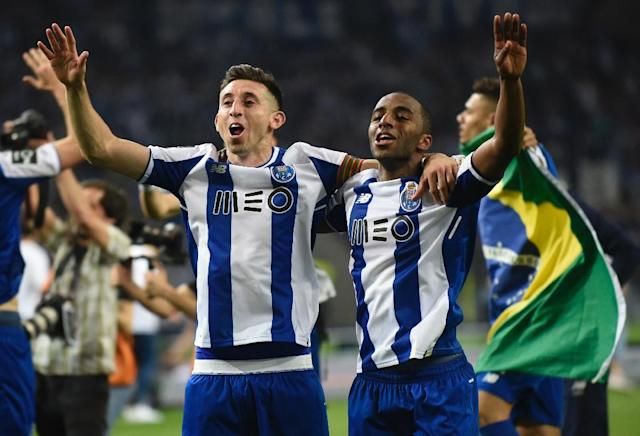 Ricardo Pereira (R) helped Porto hold off Benfica and Sporting Lisbon to win the Portuguese league title (AFP Photo/MIGUEL RIOPA)