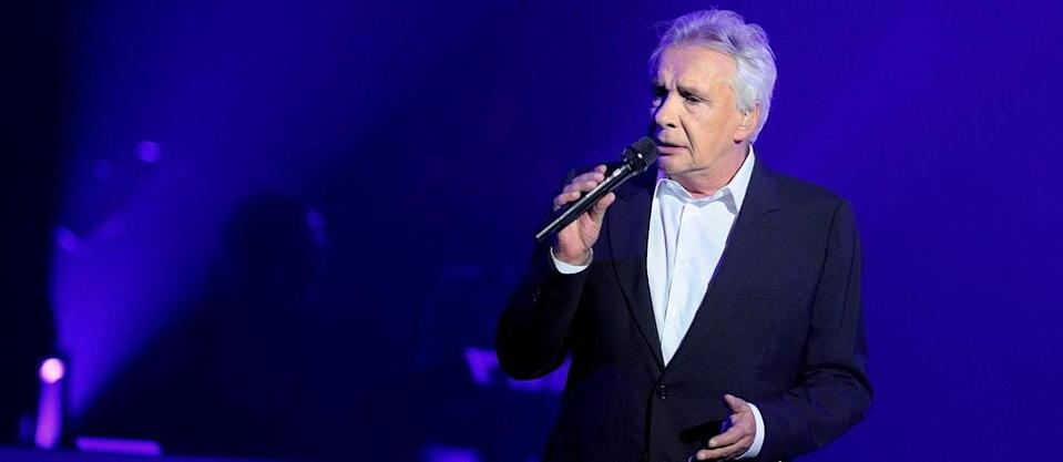 Michel Sardou indique qu'il se fera vacciner « dès que possible » (Illustration).