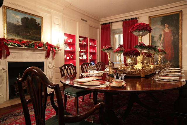 <p>Place setting are seen on a dining table in the China Room at the White House during a press preview of the 2017 holiday decorations Nov. 27, 2017 in Washington, D.C. (Photo: Alex Wong/Getty Images) </p>