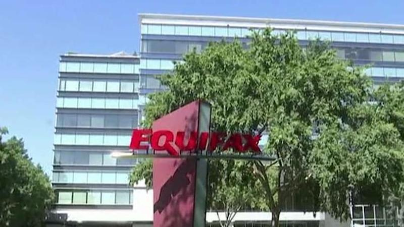Equifax CEO Richard Smith steps down amid hacking scandal
