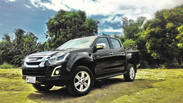 Black isuzu pickup