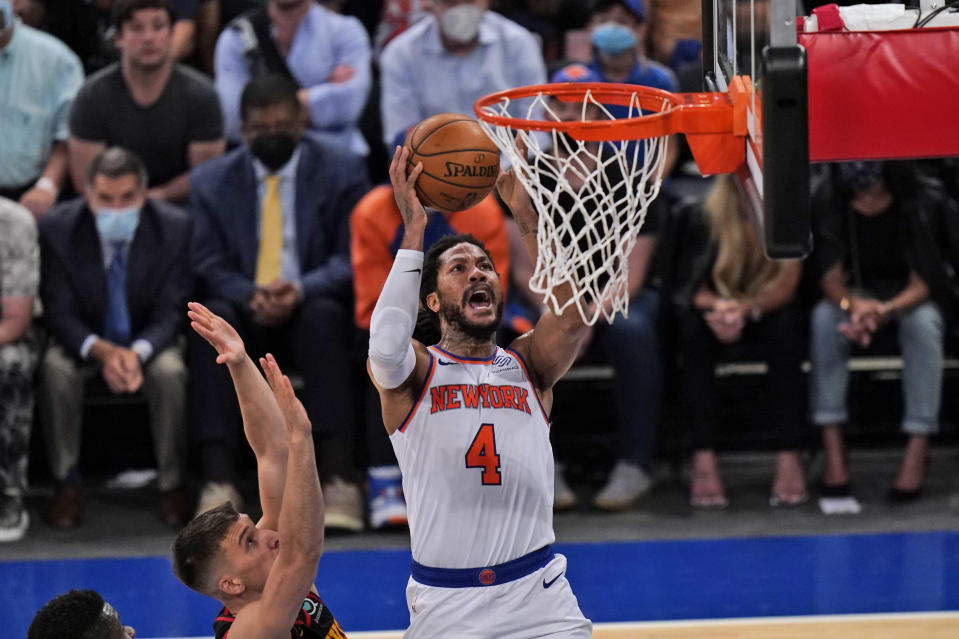 Derrick Rose and New York Knicks will try to even up their series against the Atlanta Hawks. (Photo by Seth Wenig - Pool/Getty Images)