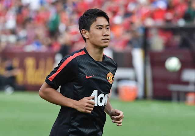 Manchester United's Shinji Kagawa smiles at fans before a Champions Cup match against Inter Milan at FedEx Field in Landover, Maryland, on July 29, 2014 (AFP Photo/Nicholas Kamm)