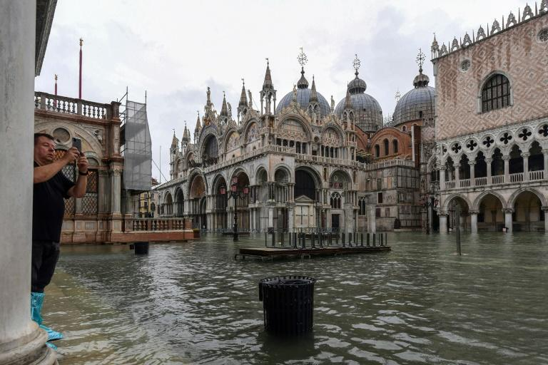 "On November 12 the intense ""acqua alta,"" or high waters, peaked at 1.87 metres (six feet) (AFP Photo/Miguel MEDINA)"