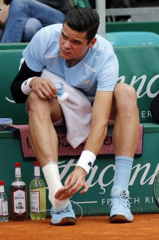 Milos Raonic of Canada receives medical care during his match against Tommy Robredo of Spain at the Monte Carlo Masters in Monaco April 16, 2015. REUTERS/Eric Gaillard