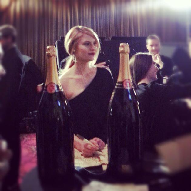 #claireDanes book-ended by champagne backstage sagawards. - @evachen212