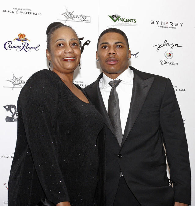 <p>Nelly with his mother Rhonda Mack arrives at his fourth annual Black & White Ball on December 6, 2009 in St Louis, Missouri. </p>