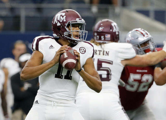 "Texas A&M quarterback <a class=""link rapid-noclick-resp"" href=""/ncaaf/players/274896/"" data-ylk=""slk:Kellen Mond"">Kellen Mond</a> (11) drops back to pass in the first half of an NCAA college football game against Arkansas on Saturday, Sept. 23, 2017, in Arlington, Texas. (AP Photo/Tony Gutierrez)"