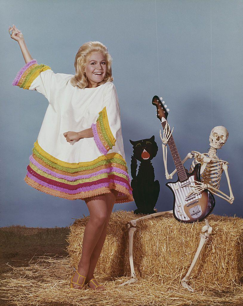 <p>A year after divorcing husband Bobby Darin, Sandra Dee (who was 26 at the time) bounced back with a Halloween-themed photo shoot at Universal Studios. </p>