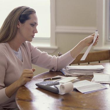 Side-profile-of-a-woman-reading-a-sheet-of-paper_web