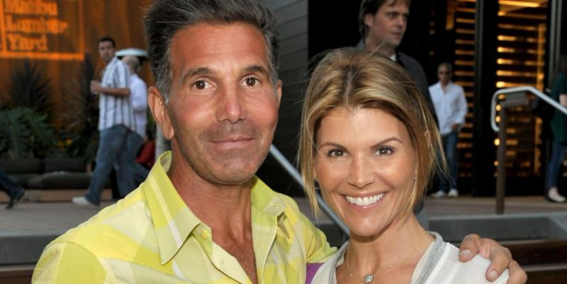 Lori Loughlin's daughters break social media silence following college admissions scandal