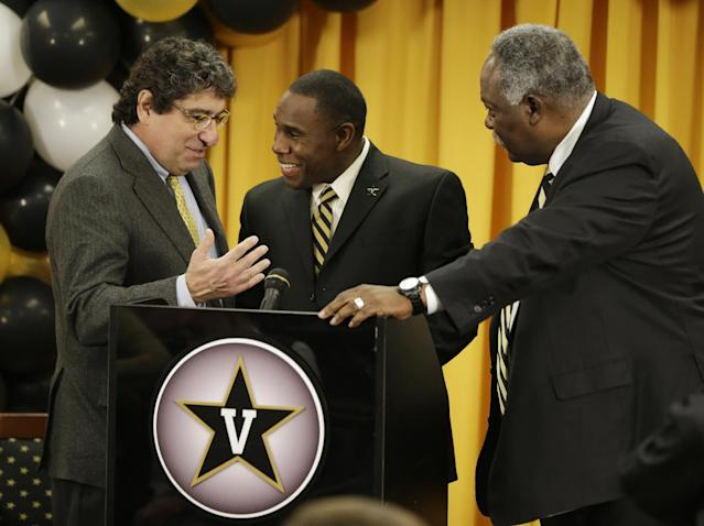 Derek Mason, center, talks with Chancellor Nicholas S. Zeppos, left, and athletic director David Williams, right, after Mason was introduced as the new Vanderbilt football coach during an NCAA college football news conference Saturday, Jan. 18, 2014, in Nashville, Tenn. Mason was previously the defensive coordinator at Stanford. (AP Photo/Mark Humphrey)