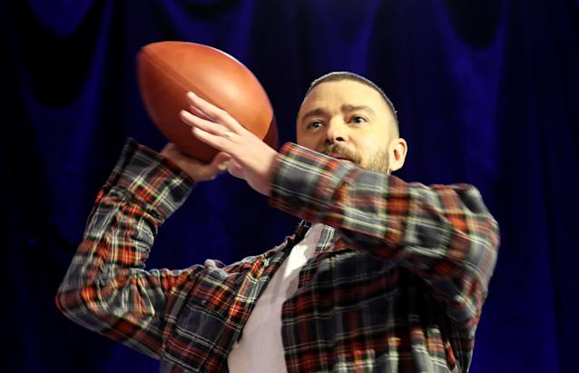 Super Bowl half-time entertainer Justin Timberlake throws a football at the conclusion of a news conference about his upcoming performance in Minneapolis, Minnesota, U.S. February 1, 2018. REUTERS/Kevin Lamarque