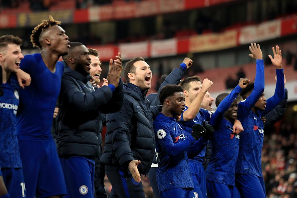 LONDON, ENGLAND - DECEMBER 29: Frank Lampard manager of Chelsea celebrates the win with his players  during the Premier League match between Arsenal FC and Chelsea FC at Emirates Stadium on December 29, 2019 in London, United Kingdom. (Photo by Marc Atkins/Getty Images)