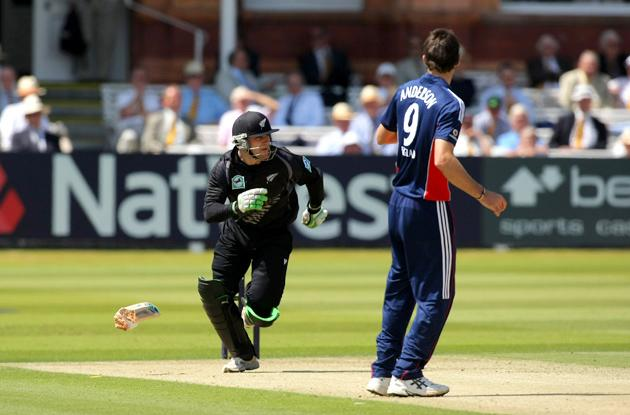 LONDON - JUNE 28:  New Zealand batsman Brendon McCullum sets off for a run after dropping his broken bat which snapped in half during the fifth NatWest One Day International between England and New Zealand at Lords, on June 28, 2008 in London, England.  (Photo by Stu Forster/Getty Images)