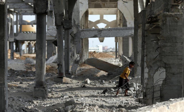 A Palestinian boy makes his way through the rubble of the destroyed and deserted terminal of the Gaza strips' former international airport in the southern city of Rafah on August 18, 2014 (AFP Photo/Thomas Coex)
