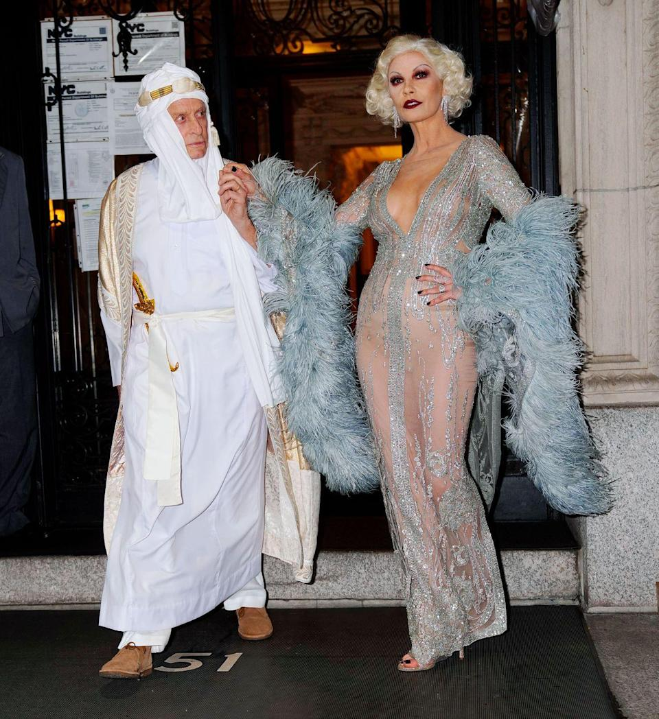 <p>Power couple Michael Douglas and Catherine Zeta-Jones heading out for Halloween as screen legends Lawrence of Arabia and Jean Harlow in New York City give us nostalgia. Stunning!<br></p>
