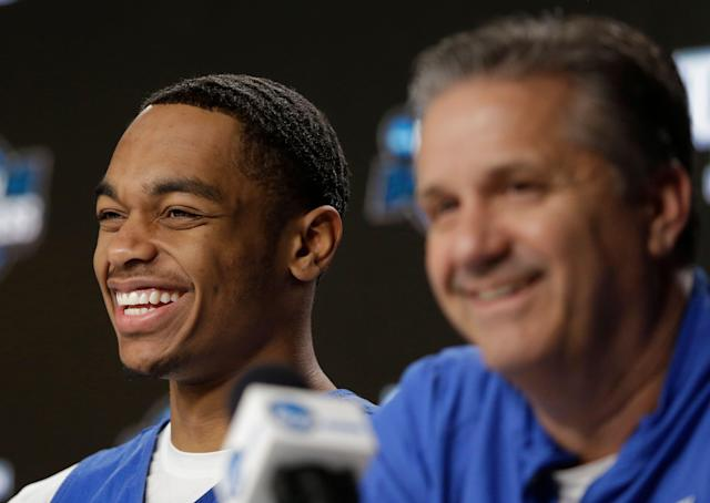"""Kentucky's <a class=""""link rapid-noclick-resp"""" href=""""/ncaab/players/141955/"""" data-ylk=""""slk:PJ Washington"""">PJ Washington</a>, left, smiles alongside head coach John Calipari during a news conference at the NCAA tournament college basketball tournament Saturday, March 30, 2019, in Kansas City, Mo. Kentucky is set to play Auburn in the Midwest regional final on Sunday. (AP Photo/Jeff Roberson)"""
