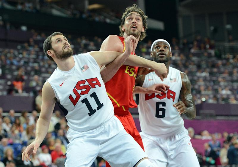 US forwards Kevin Love (L) and LeBron James (R) challenge Spanish forward Pau Gasol on August 12, 2012 in London
