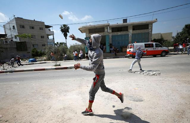 <p>A Palestinian protester hurls stones towards Israeli troops during clashes at a protest in support of Palestinian prisoners on hunger strike in Israeli jails, in the West Bank village of Beita, near Nablus May 5, 2017. (Photo: Mohamad Torokman/Reuters) </p>