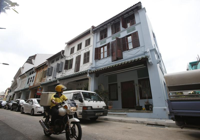 A general view of the home (in blue) of Autumn Radtke, chief executive of First Meta Pte Ltd, in Singapore March 6, 2014. Singapore police are investigating the apparent suicide of the 28-year-old American woman who ran a small exchange in the Asian city state trading virtual currencies. REUTERS/Edgar Su (SINGAPORE - Tags: OBITUARY SOCIETY)