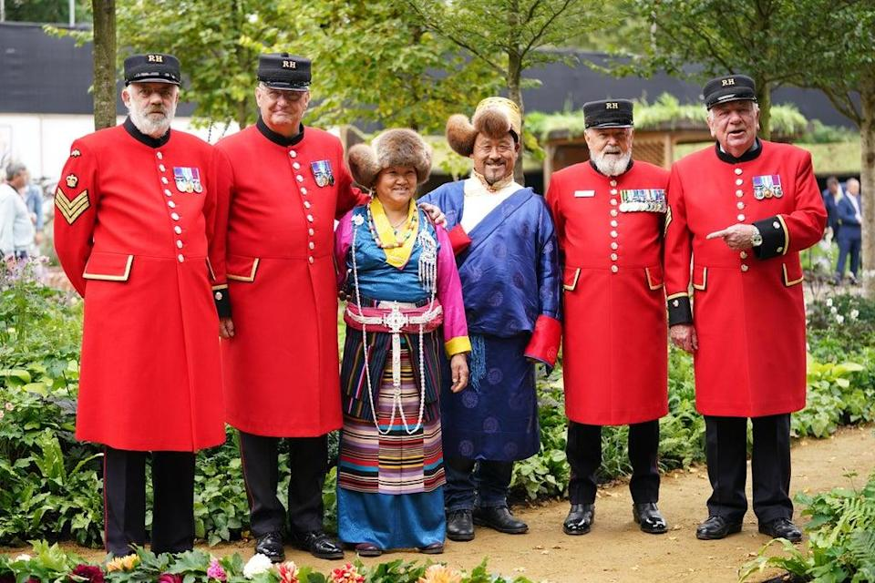 Chelsea Pensioners pose with guests from Tibet wearing traditional costume (Yui Mok/PA) (PA Wire)