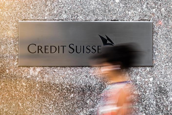 A pedestrian walks past the Credit Suisse Group AG headquarters in New York, U.S. Photo: Jeenah Moon/Bloomberg for Getty Images