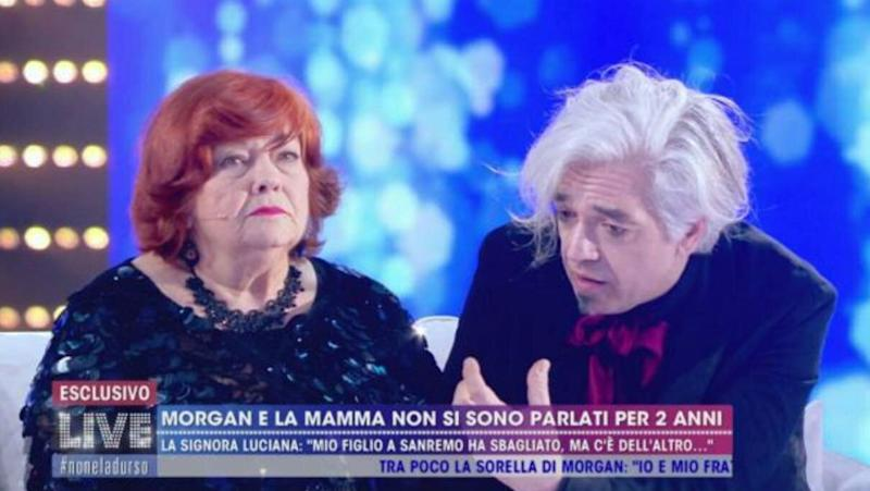 Luciana Colnaghi e il figlio Morgan a Live Non è la D'Urso (Photo: screenshot from canale 5)
