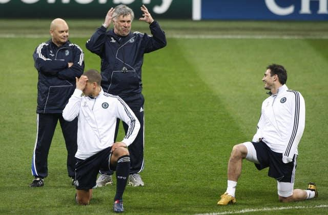 Ancelotti, his assistant Ray Wilkins and Lampard share a joke at San Siro