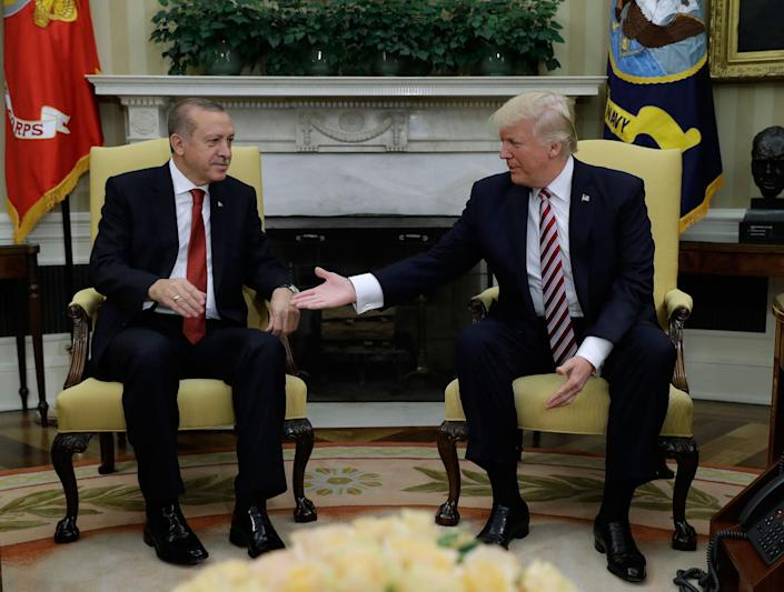 <p>President Donald Trump reaches to shake hands with Turkish President Recep Tayyip Erdogan in the Oval Office of the White House in Washington, Tuesday, May 16, 2017. (Photo: Evan Vucci/AP) </p>