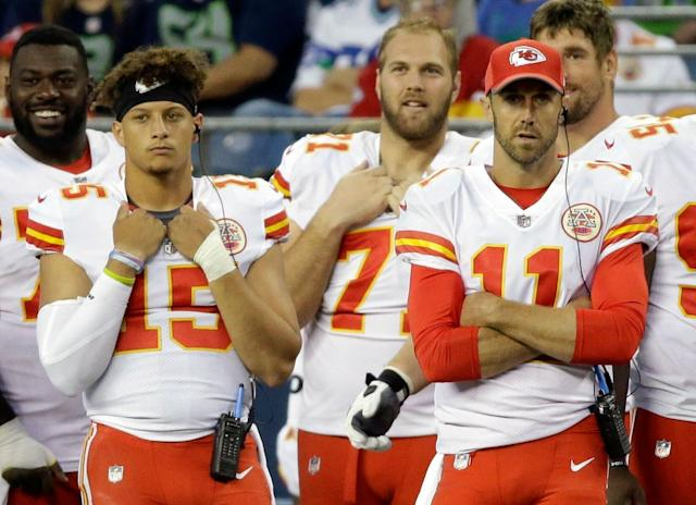 "Patrick Mahomes (L) took some pointers from <a class=""link rapid-noclick-resp"" href=""/nfl/players/7177/"" data-ylk=""slk:Alex Smith"">Alex Smith</a> (R) before being named the Chiefs' starting quarterback. (AP)"