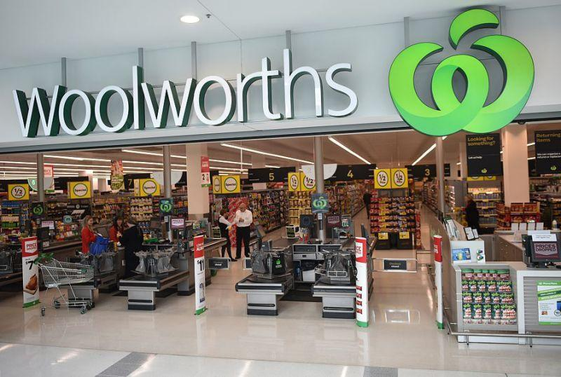 Woolworths delivers huge blow to Coles as it's named number 1 online retailer. Source: Getty