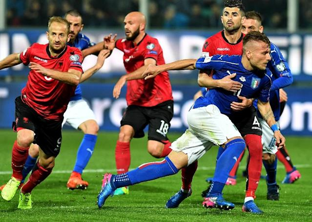 Italy's forward Ciro Immobile escapes from Albania's defender Elseid Hysaj during the FIFA World Cup 2018 qualification football match March 24, 2017 (AFP Photo/ALBERTO PIZZOLI)