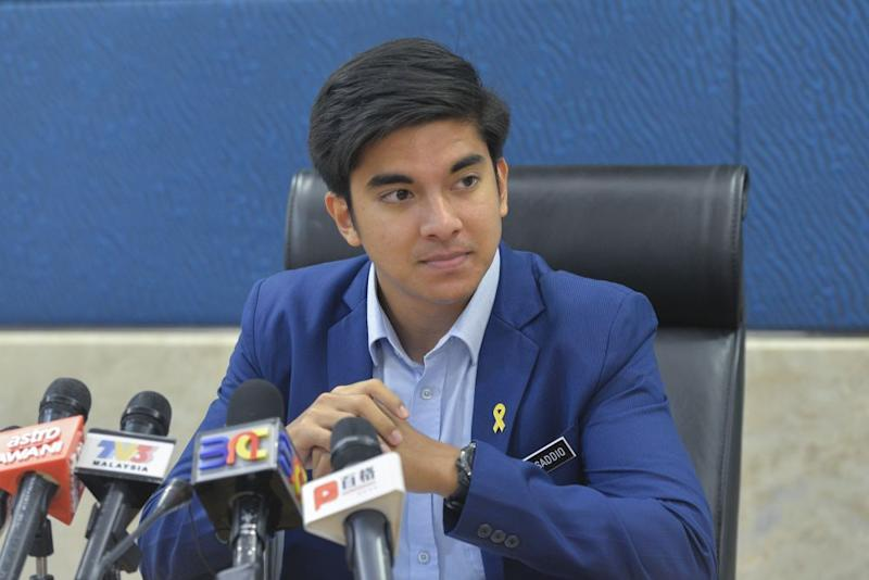 Syed Saddiq has adopted Mahathir's use of a 'tabung' to fine employees who turn up late for work. — Picture by Mukhriz Hazim
