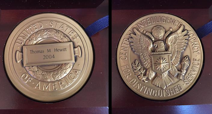 Front and back of Hewitt's Distinguished Intelligence Medal (Photos: Sean D. Naylor/Yahoo News)