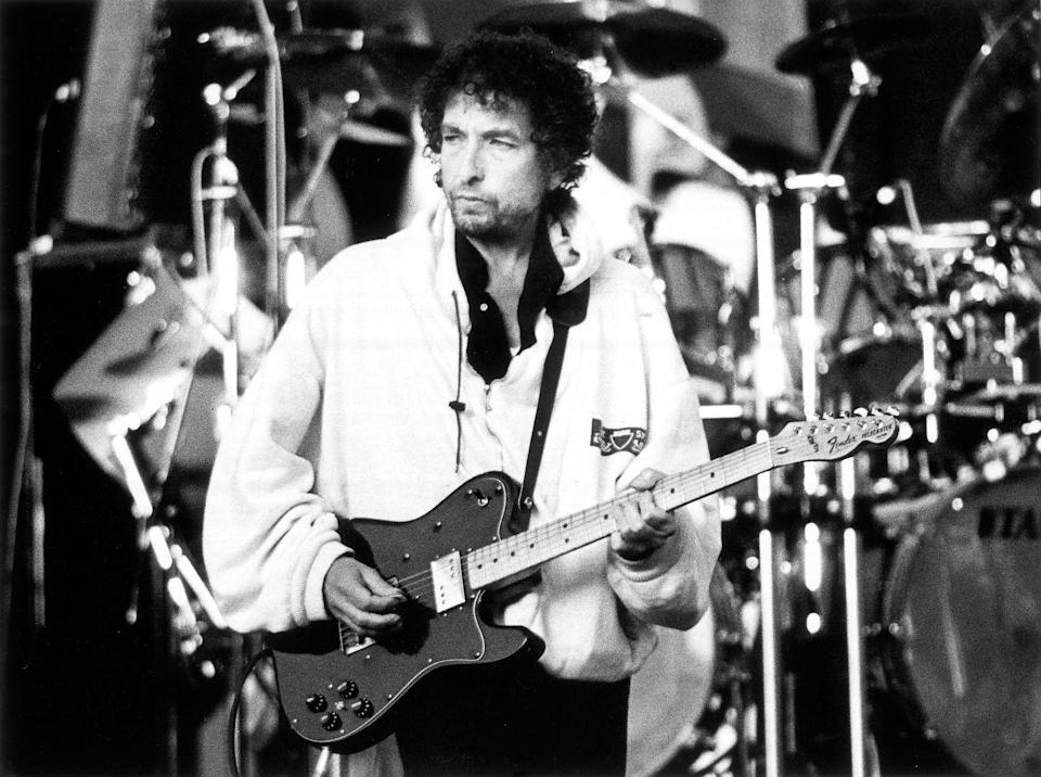 """<p>Bob Dylan performing live onstage at """"Guitar Legends"""" concert in 2000.</p>"""