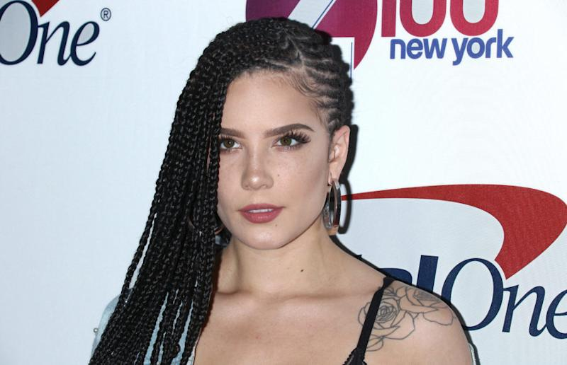 Halsey Debuted Platinum Blonde Curls Is Officially Marilyn Monroe S