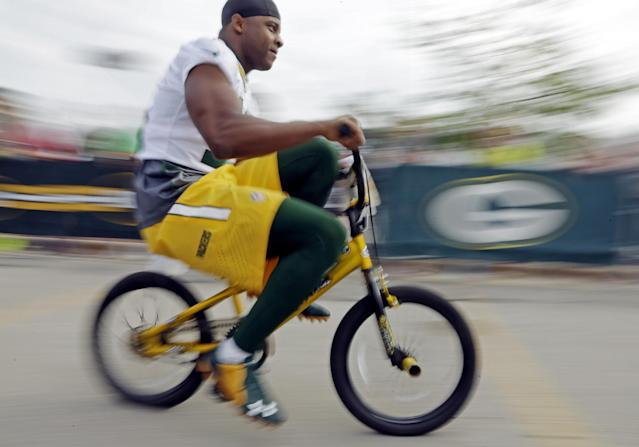 Green Bay Packers' Randall Cobb rides a bike to NFL football training camp on Saturday, July 26, 2014, in Green Bay, Wis. (AP Photo/Morry Gash)