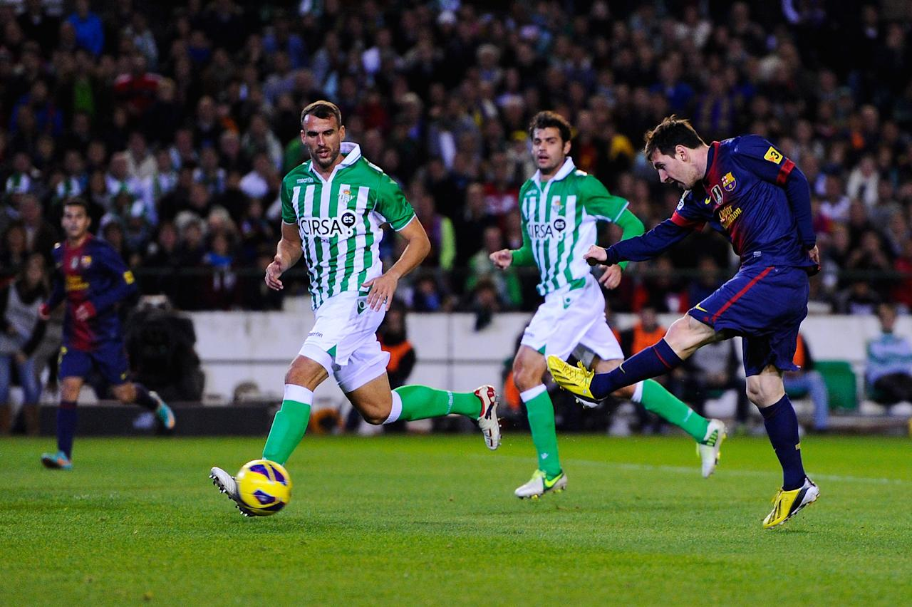 SEVILLE, SPAIN - DECEMBER 09:  Lionel Messi of FC Barcelona (R) scores the opening goal during the La Liga match between Real Betis Balompie and FC Barcelona at Estadio Benito Villamarin on December 9, 2012 in Seville, Spain.   (Photo by David Ramos/Getty Images)