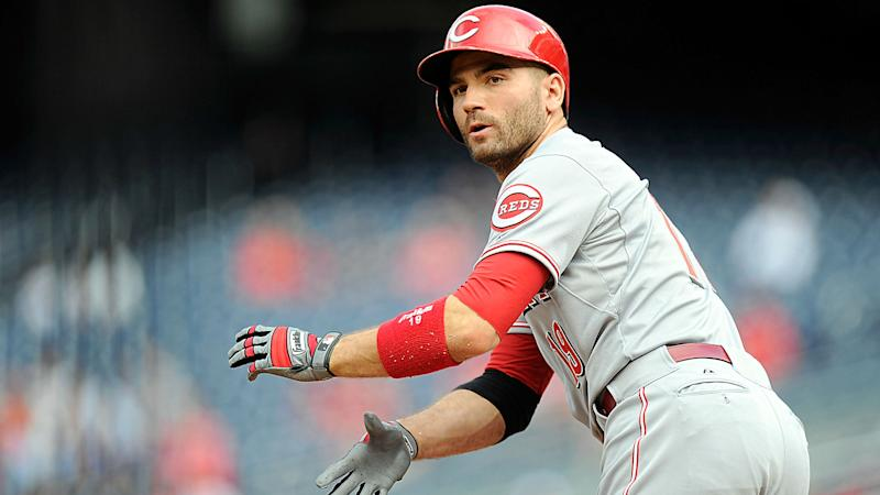 Reds end losing streak with scoring outburst against Brewers