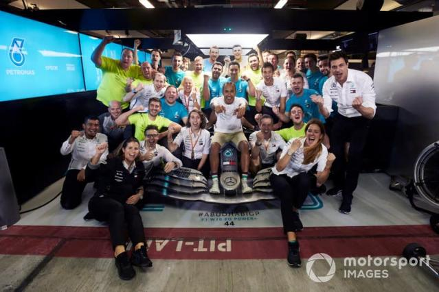 """Lewis Hamilton, Mercedes AMG F1 celebrates with Toto Wolff, Mercedes AMG F1 Director of Motorsport <span class=""""copyright"""">Mark Sutton / Sutton Images</span>"""