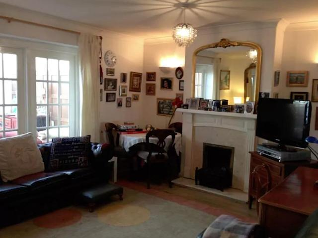 <p>The home's living room is just that – lived in. There are traces of family life everywhere. Diana would probably appreciate that as family is so important to her.<br>(Airbnb) </p>