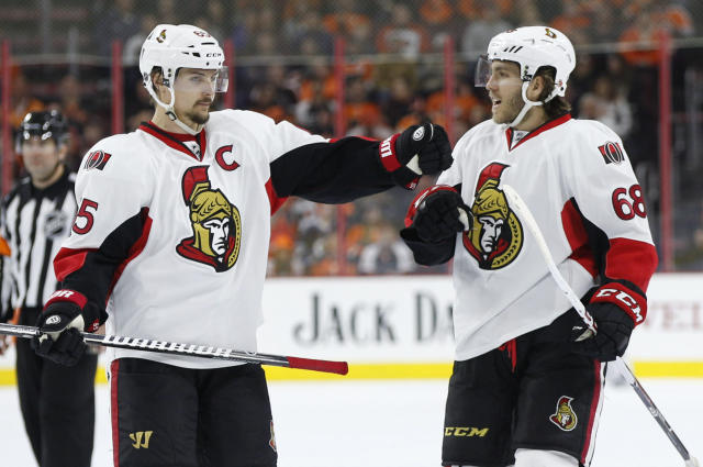 "Both <a class=""link rapid-noclick-resp"" href=""/nhl/players/4491/"" data-ylk=""slk:Erik Karlsson"">Erik Karlsson</a> and <a class=""link rapid-noclick-resp"" href=""/nhl/players/4805/"" data-ylk=""slk:Mike Hoffman"">Mike Hoffman</a> might not have much time remaining in Ottawa. (AP Photo)"