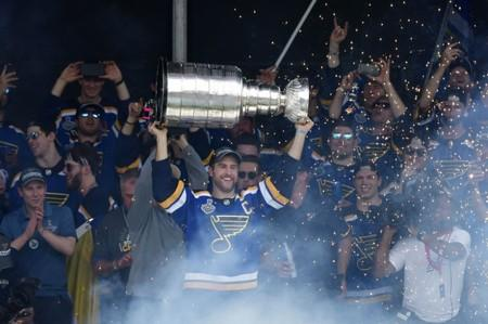 Blues celebrate while it rains on their parade
