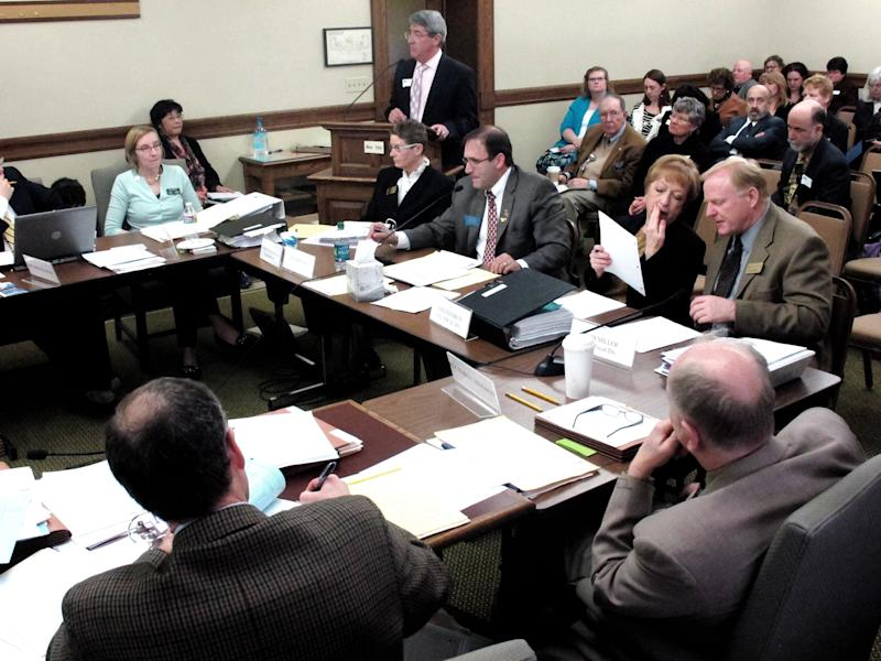 House committee votes on main state budget bill