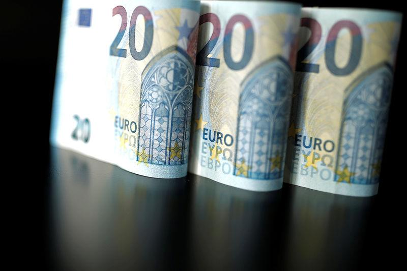 20 Euro banknotes are displayed is this picture illustration